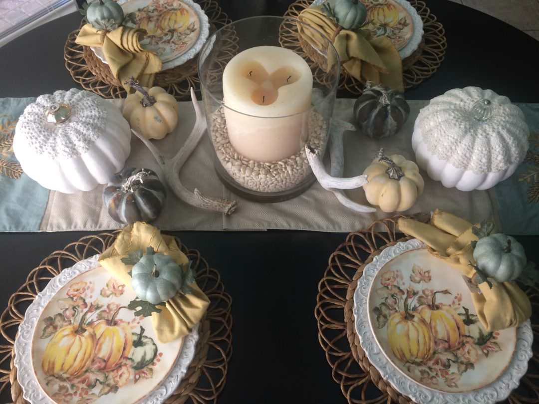 a casual fall tablescape using a soft color pallete
