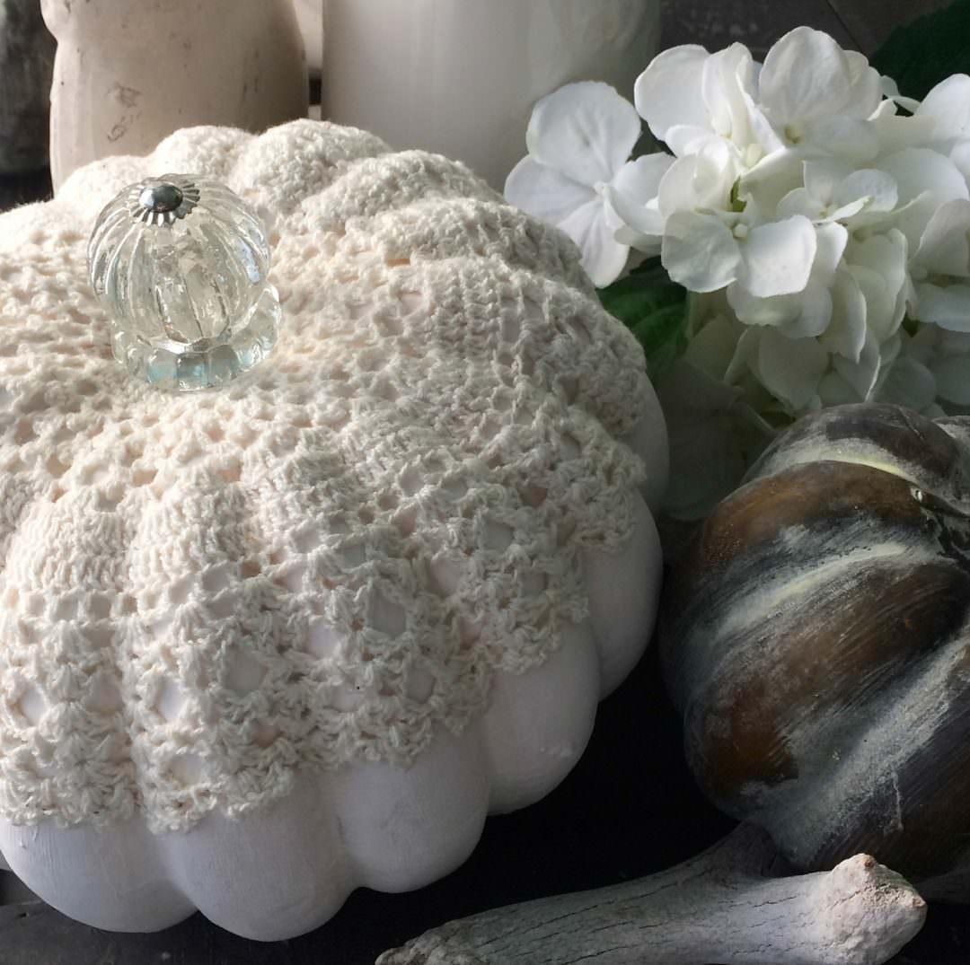 Vintage inspired pumpkin wiht a doily and knob