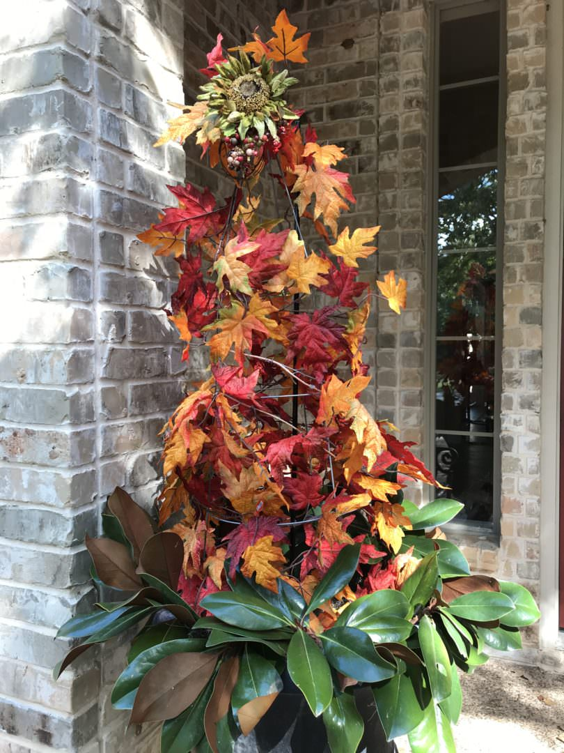 Tomato Cage and garland strands for fall decor by CountyRoad407 blog