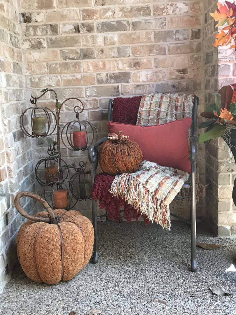Cozy seating area for fall porchette on CountyRoad407.com