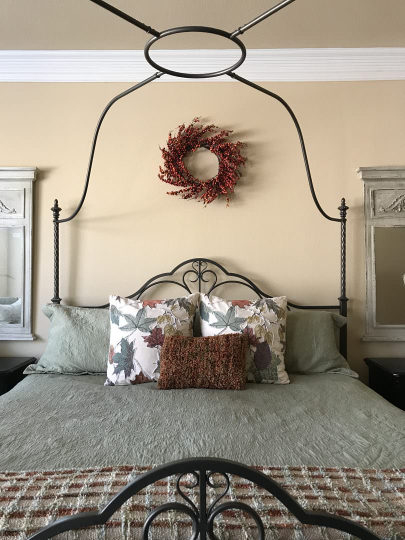 master bedrom decorated or fall - Countyroad407.com