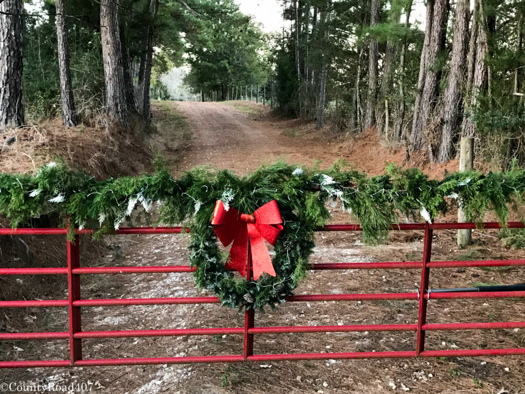 Fresh garland DIY and wreath on front gate from Countyroad407.com
