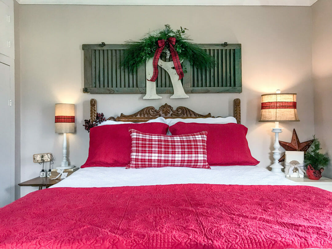 A Simple farmhouse Christmas bedroom by countyroad407.com