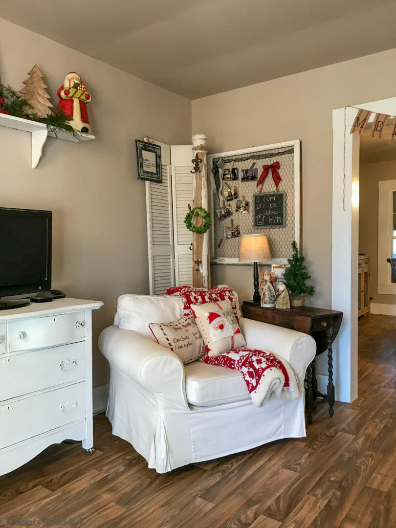 Farmhouse Christmas decor by Countyroad407.com