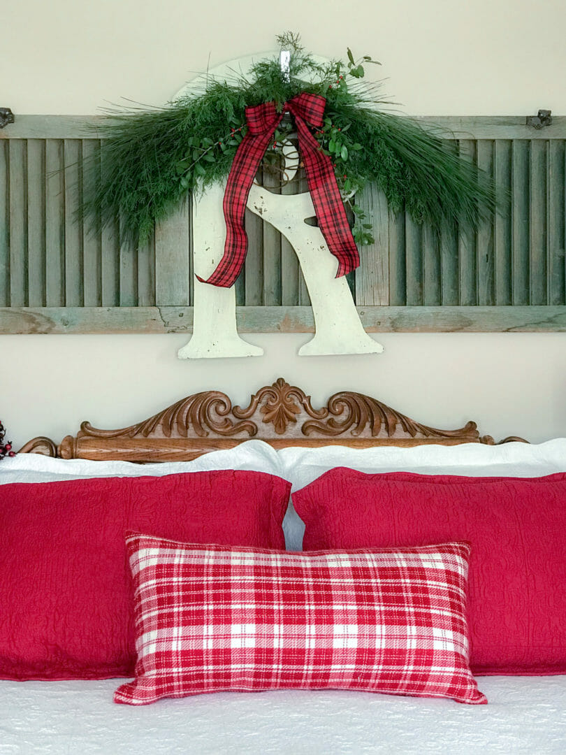 Christmas bedroom by countyroad407.com