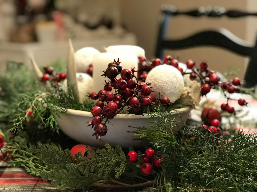 Simple Christmas centerpiece by CountyRoad407.com