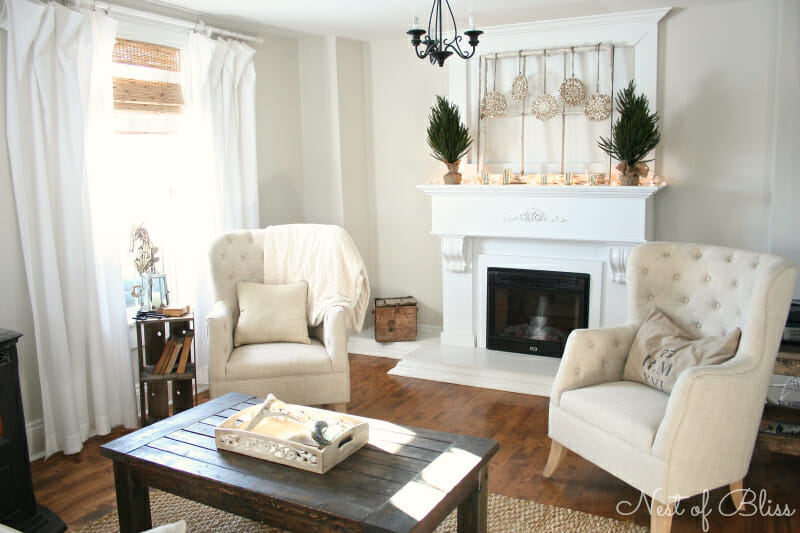 Winter Living Room: Tips On How To Decorate For Winter!