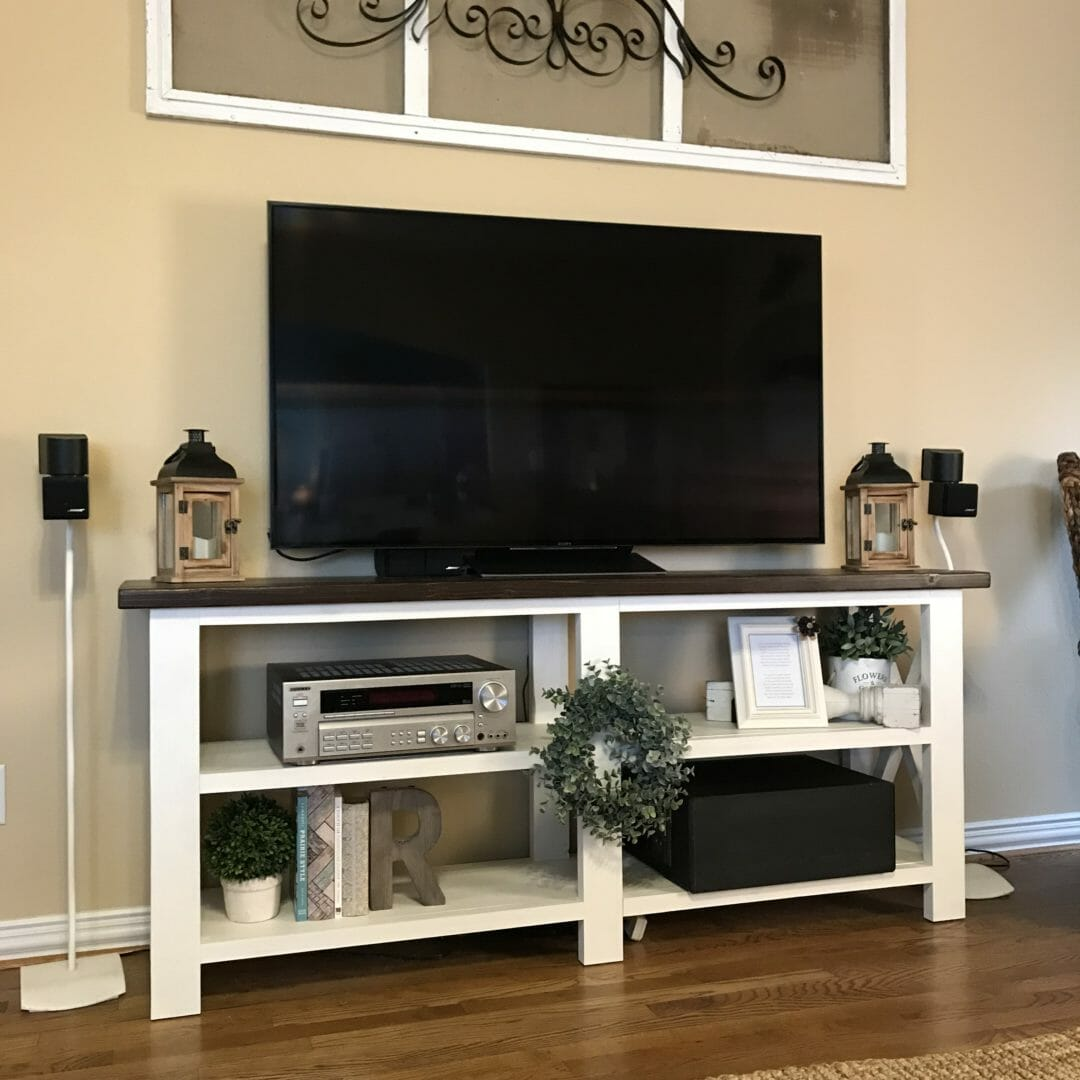 4 easy Tips for styling a TV console table by CountyRoad407.com